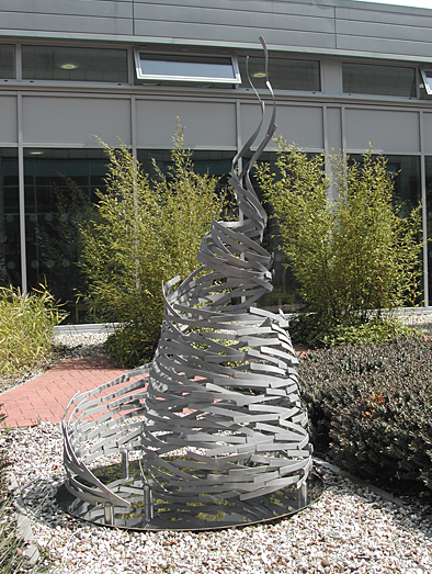 'Fragmentation' sculpture